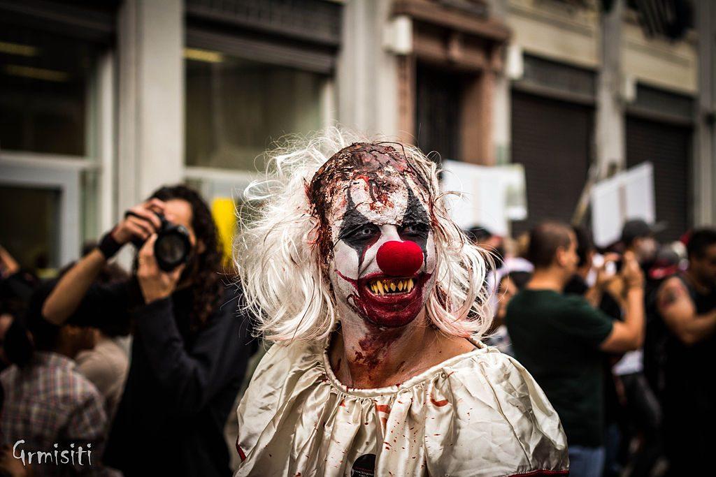 1024px-Zombie_Walk_2012_-_SP_(8149575399)