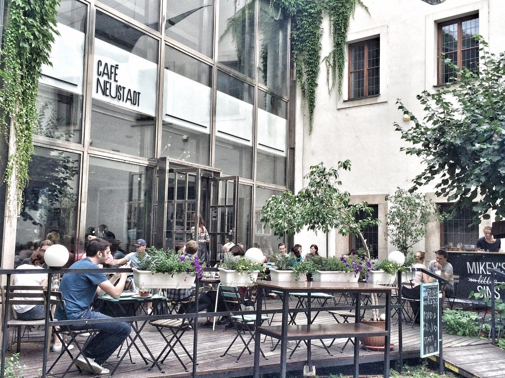 five beautiful backyard cafes