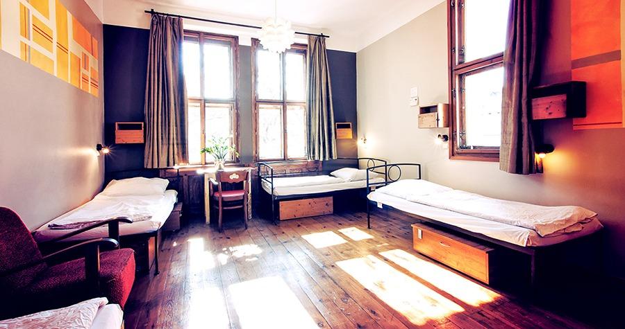 sir tobys hostel prague dorm room