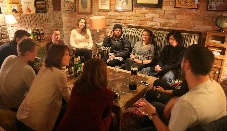 sir tobys hostel prague bar