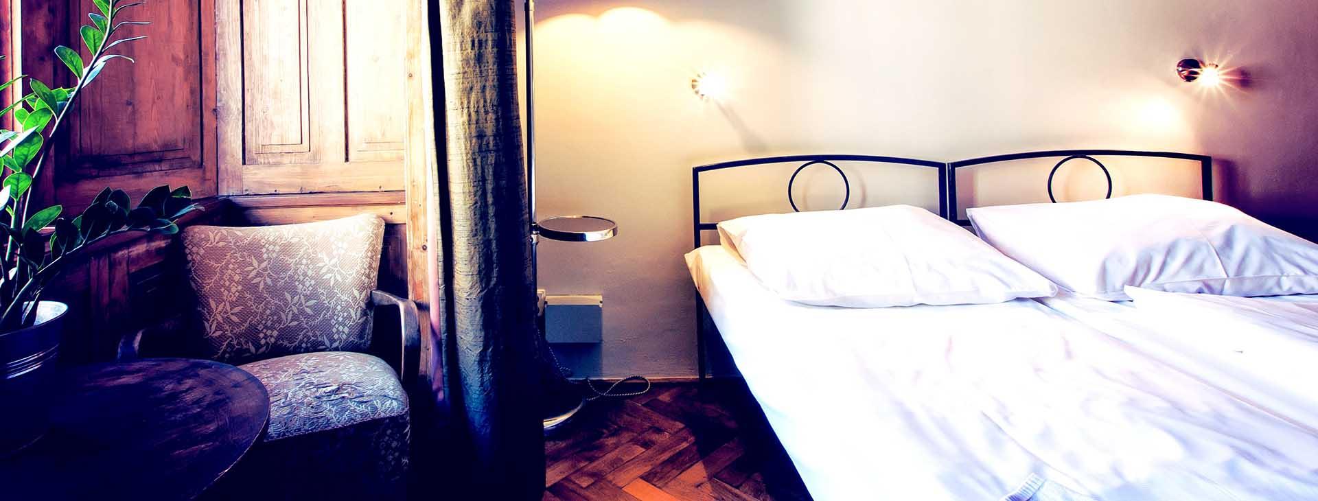 sir-tobys-hostel-prague-private-room-1920×730