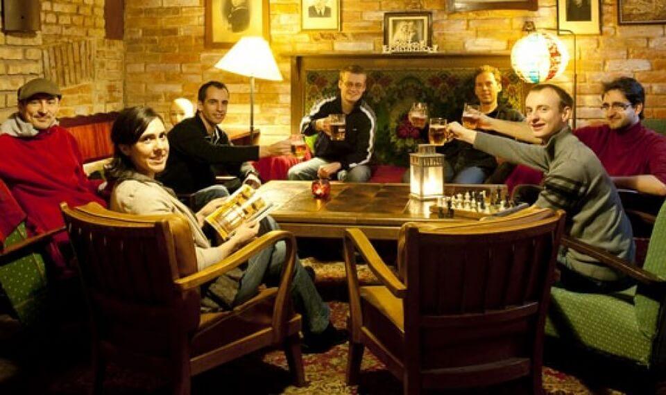 sir-tobys-hostel-prague-pub
