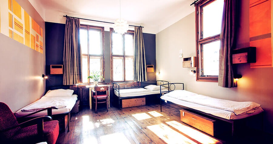 sir_tobys_hostel_prague_5_bed_dorm_900x475