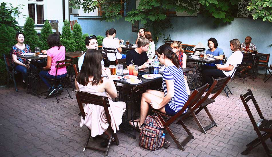 sir_tobys_hostel_prague_beer_garden_950x550